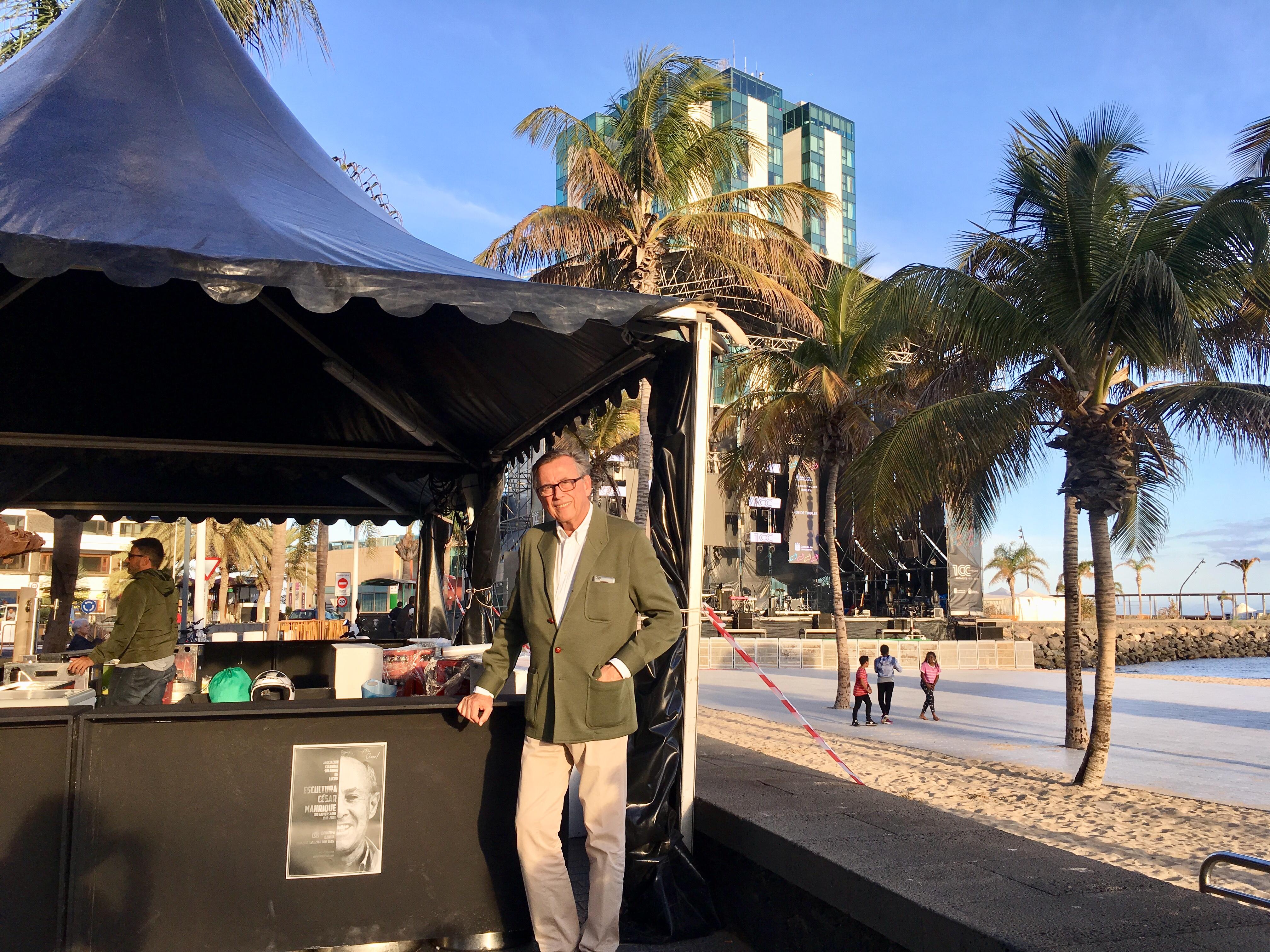 Un kiosko junto a Escenario Manrique recaudará fondos para la escultura en homenaje a Manrique