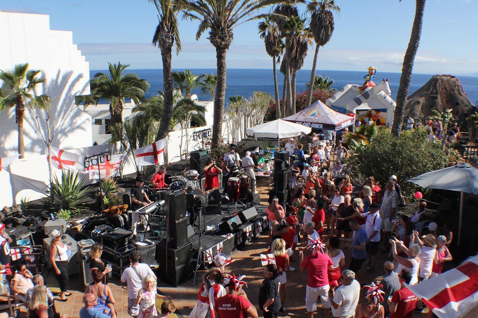 La plaza de Las Naciones, en Puerto del Carmen, acoge el  St. George´s Day Festival