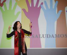 Lleno absoluto en la conferencia que Elsa Punset ofreció anoche en el Teatro El Salinero de Arrecife