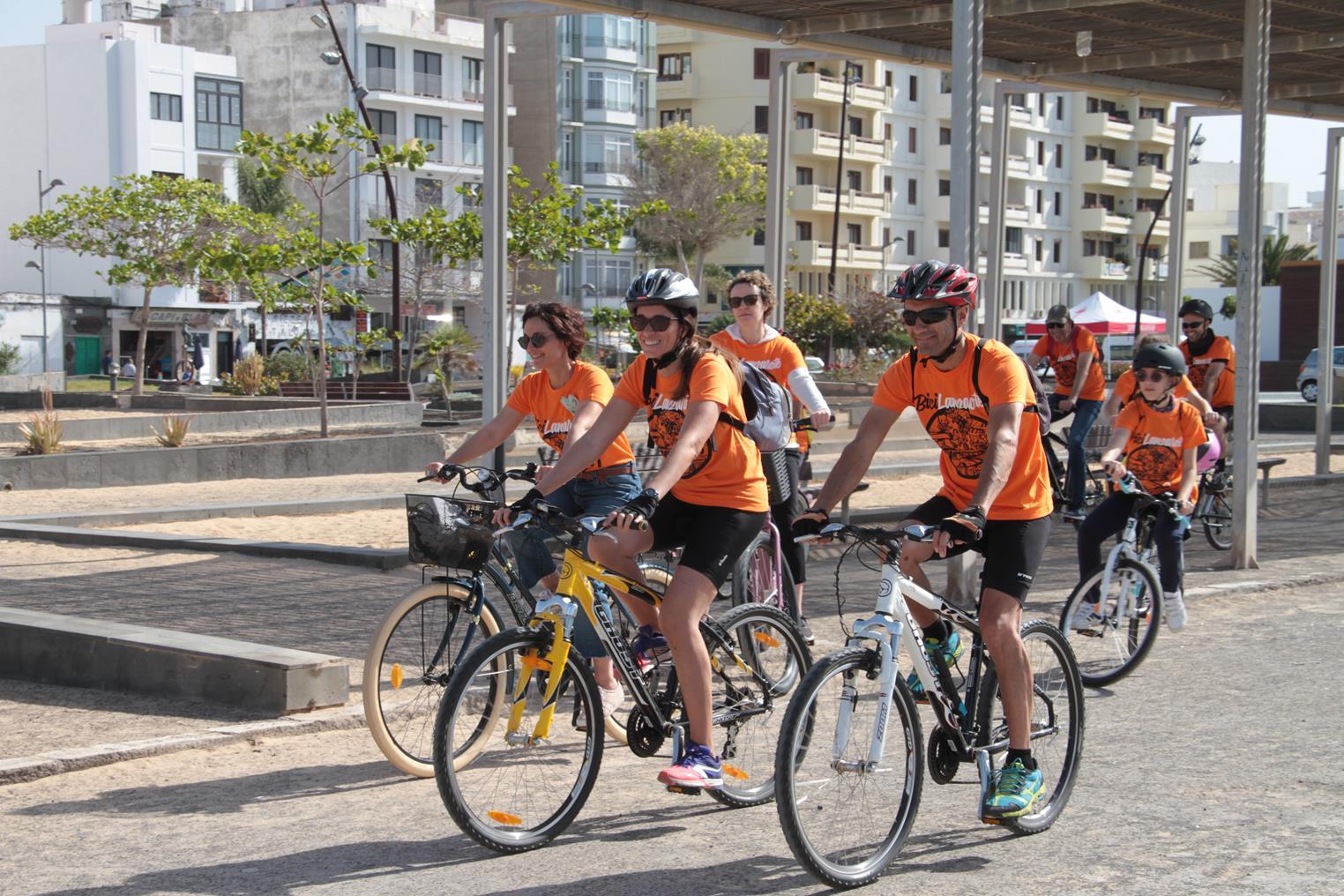 El Cabildo de Lanzarote anima a la población a sumarse a las actividades de 'BiciLanzarote2019' y hacer más visible el uso de la bicicleta como medio de desplazamiento y movilidad más sostenible en las ciudades