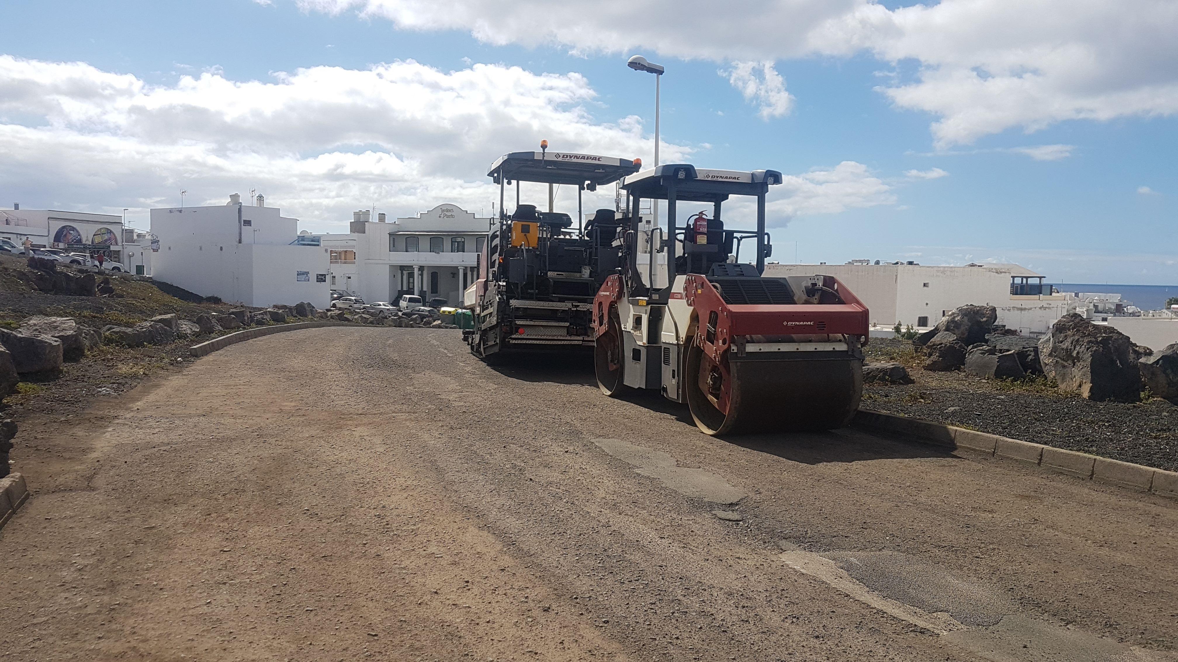 Tías pone en marcha el plan de asfalto con las obras de varias calles en La Tiñosa