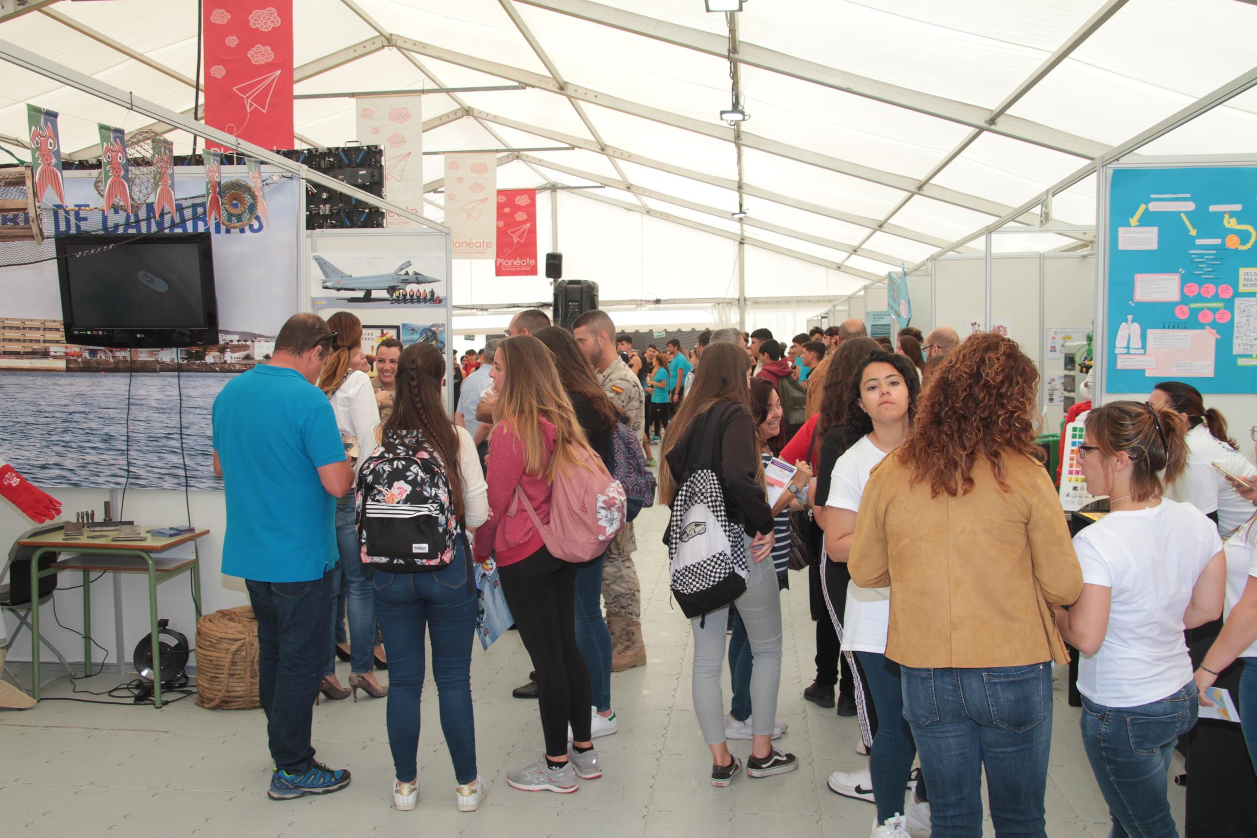 Arranca 'Planeáte 2019' con más de una treintena de expositores de los ciclos formativos y salidas profesionales de Lanzarote