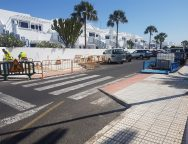 Tías avanza nuevas obras de mejoras de accesibilidad en aceras y calles interiores de Puerto del Carmen