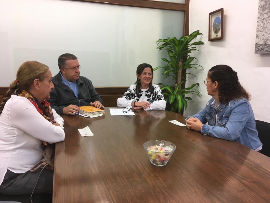 Dos estudiantes de Arrecife reciben las becas del legado de Luis Ramírez