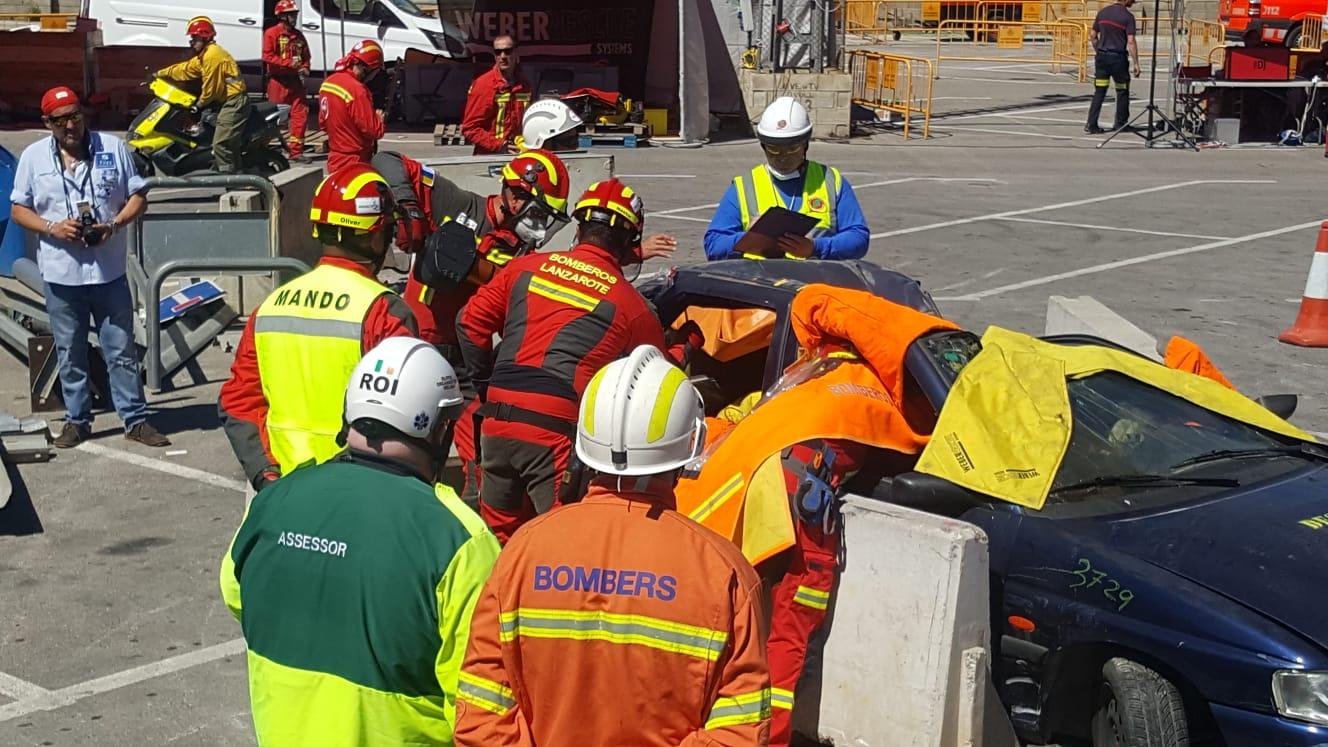 Pedro San Ginés y Juan Manuel Sosa felicitan a los bomberos que quedaron subcampeones en maniobras en el XV Encuentro Nacional de Rescate en Accidentes