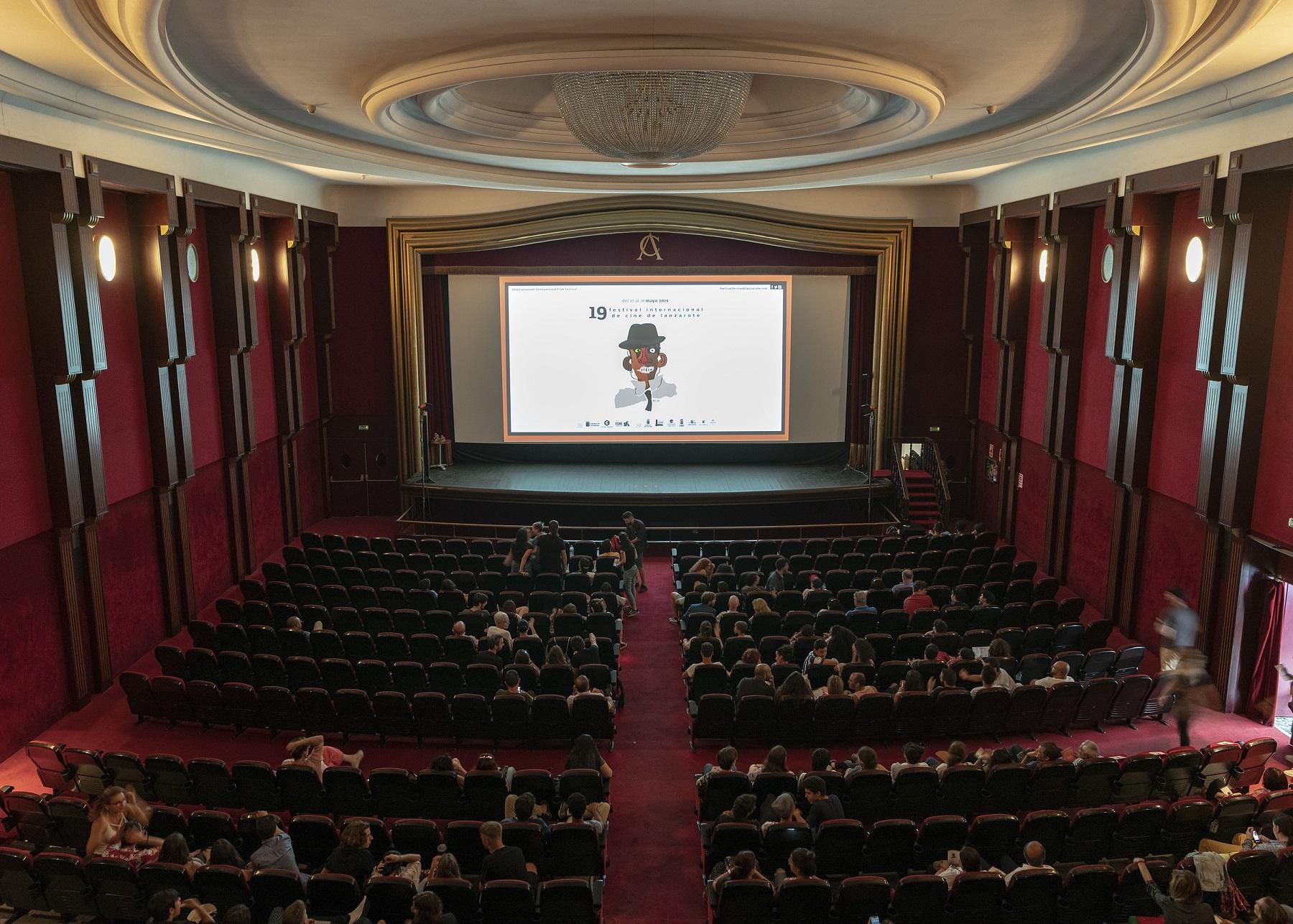 El presidente de la Fundación César Manrique denuncia el plagio de una obra de César Manrique para anunciar el Festival de Cine de Lanzarote promovido por el cabildo