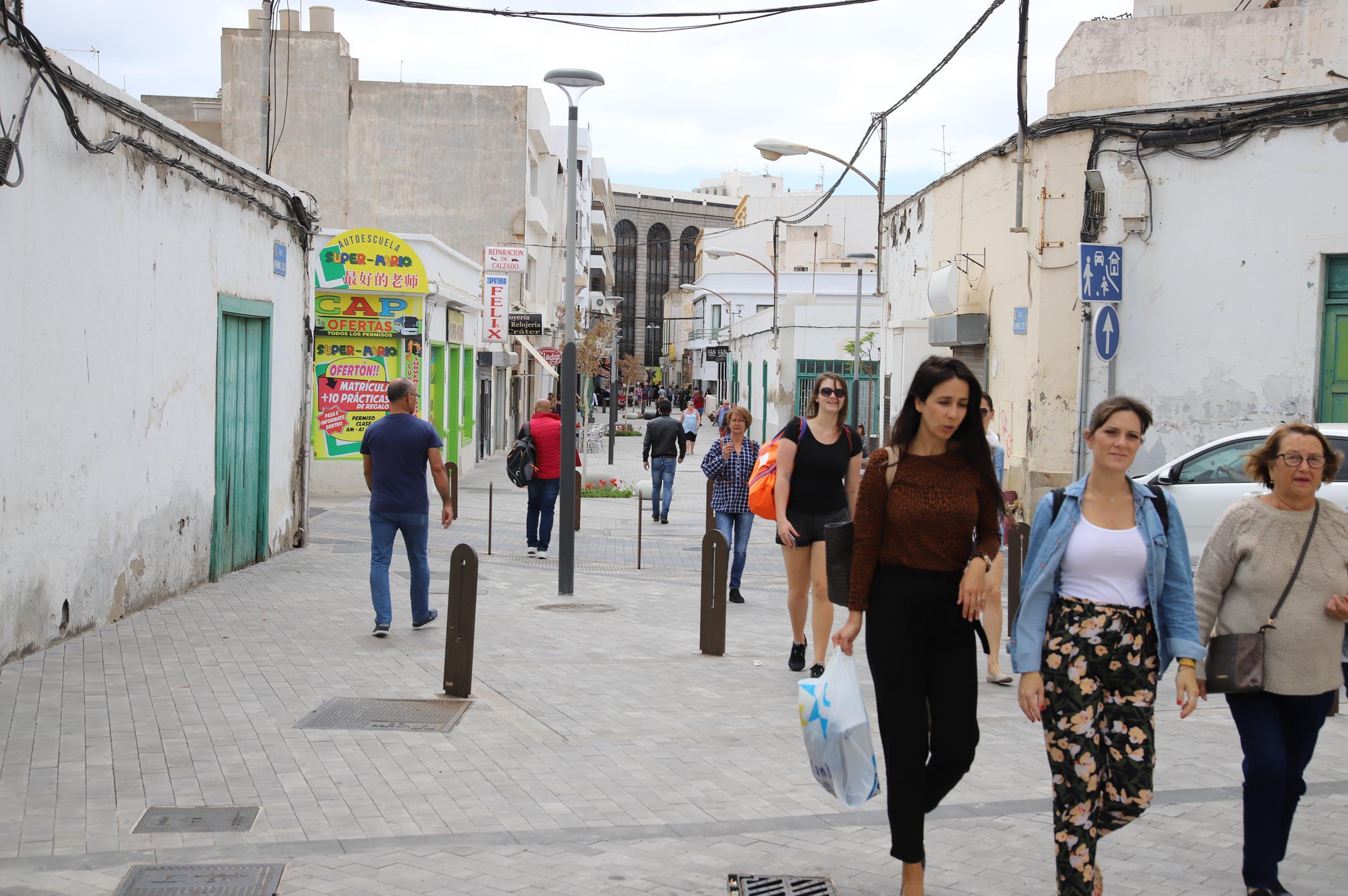 Finalizadas las obras de embellecimiento y modernización de la Calle Hermanos Zerolo en Arrecife