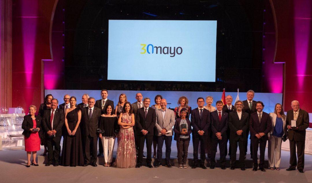 El presidente del Cabildo de Lanzarote felicita a la Agrupación Folclórica Coros y Danzas de Arrecife por la Medalla de Oro de Canarias 2019
