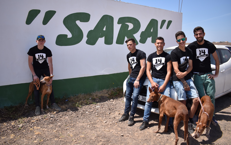 Los candidatos a Míster Arrecife visitan las instalaciones de la Protectora Sara