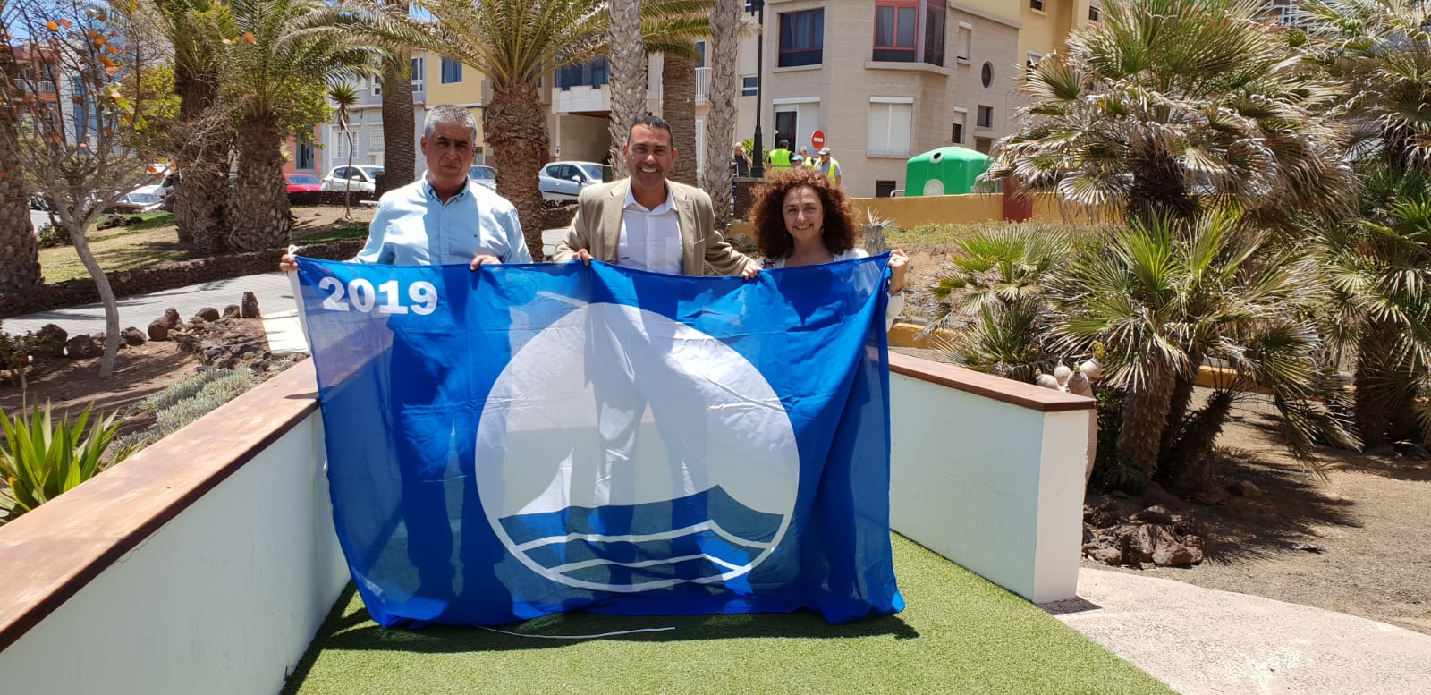 Teguise recoge las nuevas Banderas Azules para sus playas