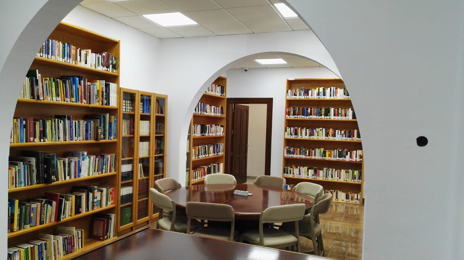 La Biblioteca Municipal de Haría reabre sus puertas con el nombre de María Luisa Perdomo Sosa