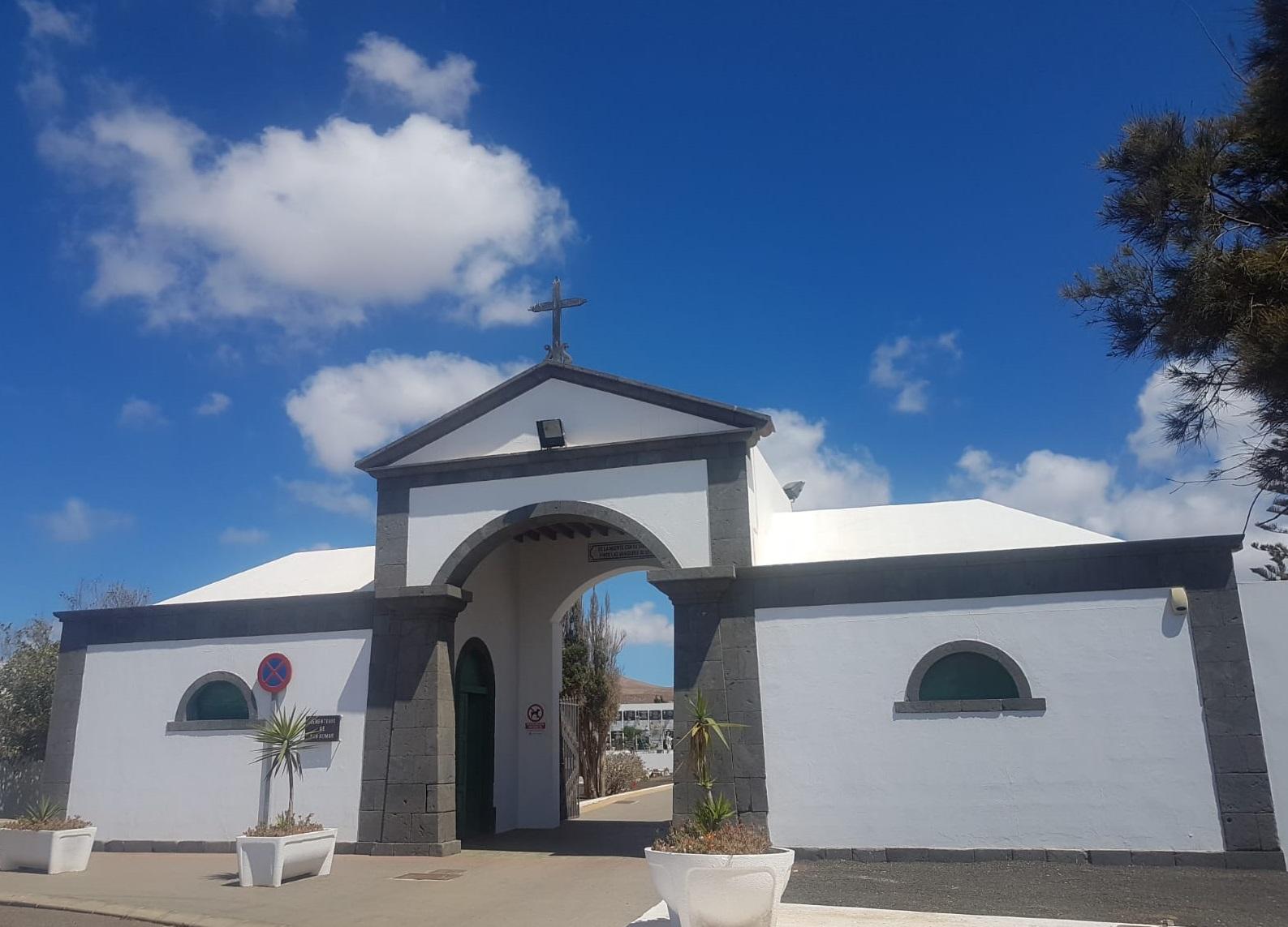 El Ayuntamiento de Arrecife cierra el cementerio unas horas para someterlo a una fumigación