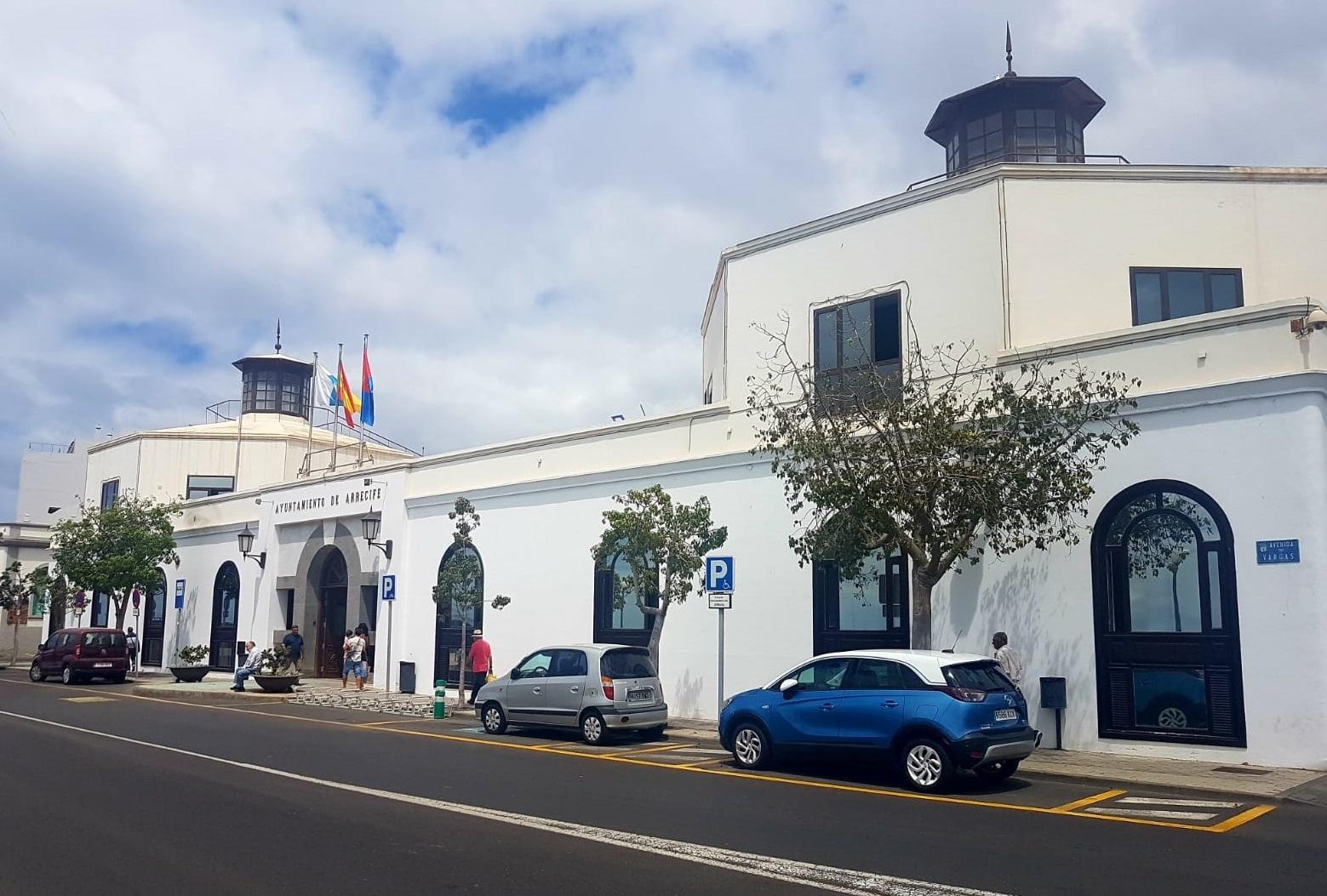 El nuevo grupo de Gobierno de Arrecife aprueba las ayudas para 452 estudiantes universitarios con 158.200 euros