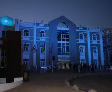 El Cabildo de Lanzarote se iluminó de color turquesa con motivo del 'Día Nacional de las Lenguas de Signos Españolas'
