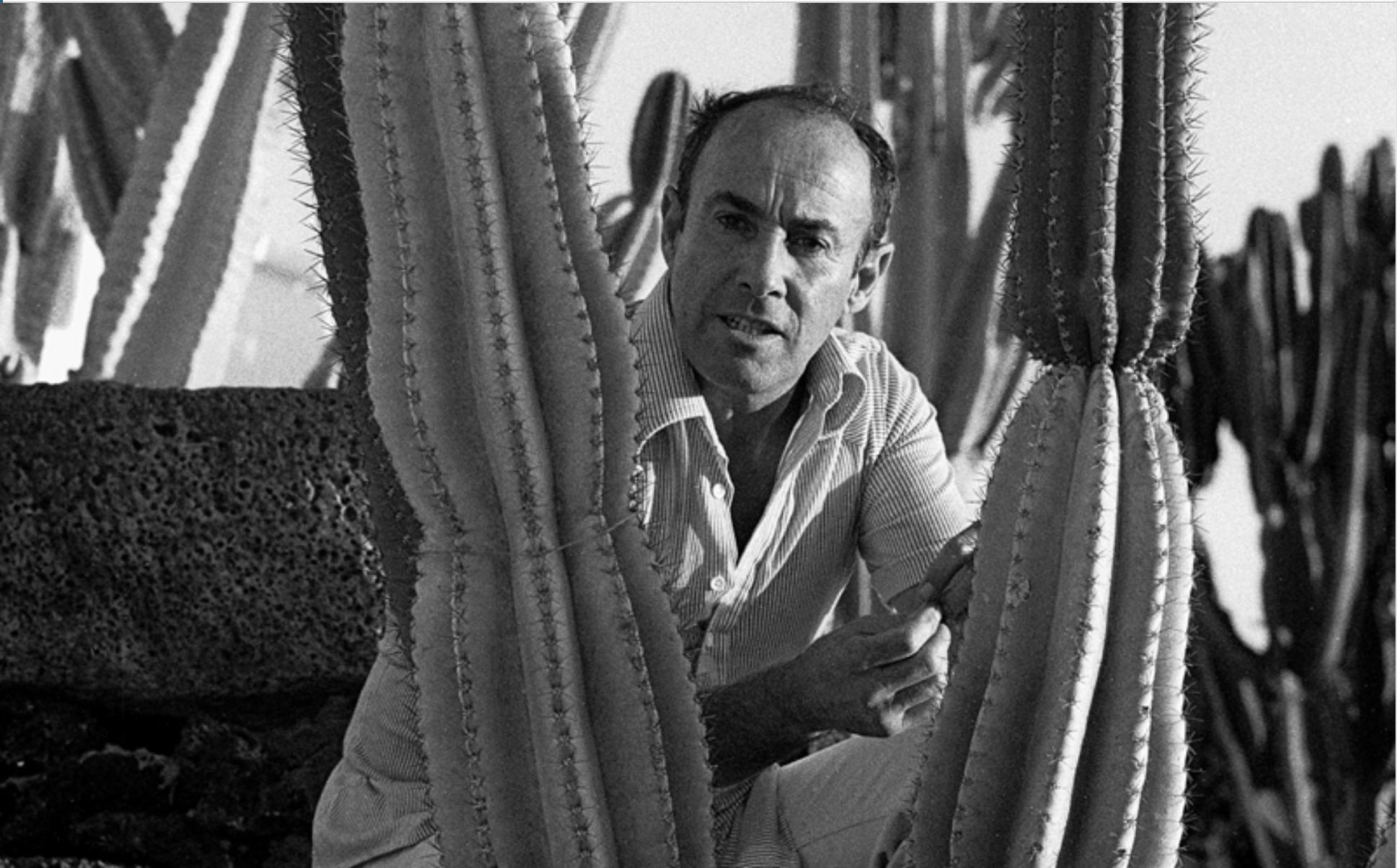 """La exposición """"César Manrique. 100 años de vida"""", producida y organizada por la Fundación César Manrique en el marco del centenario de su fundador, se muestra en la Sociedad la Democracia"""