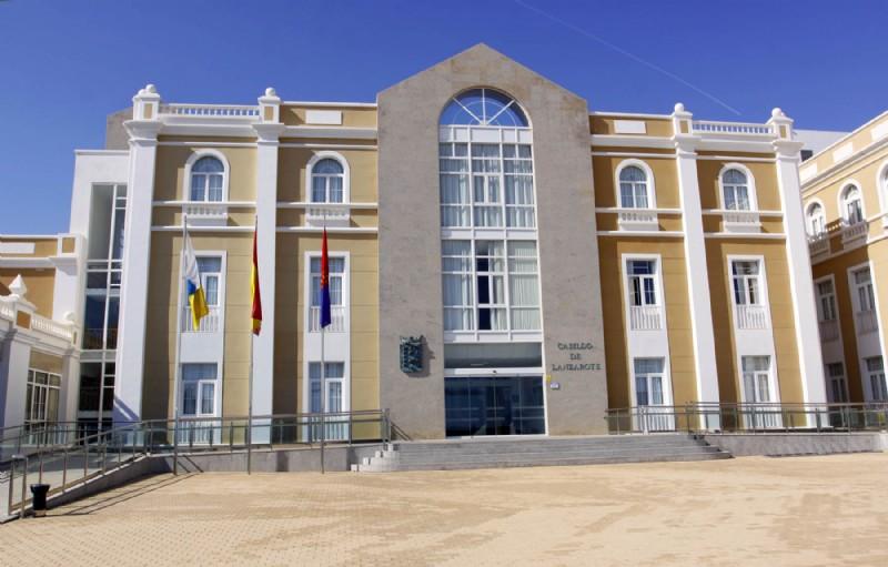 La presidenta del Cabildo de Lanzarote recibe a los menores saharauis del Programa «Vacaciones en Paz» y a sus familias de acogida
