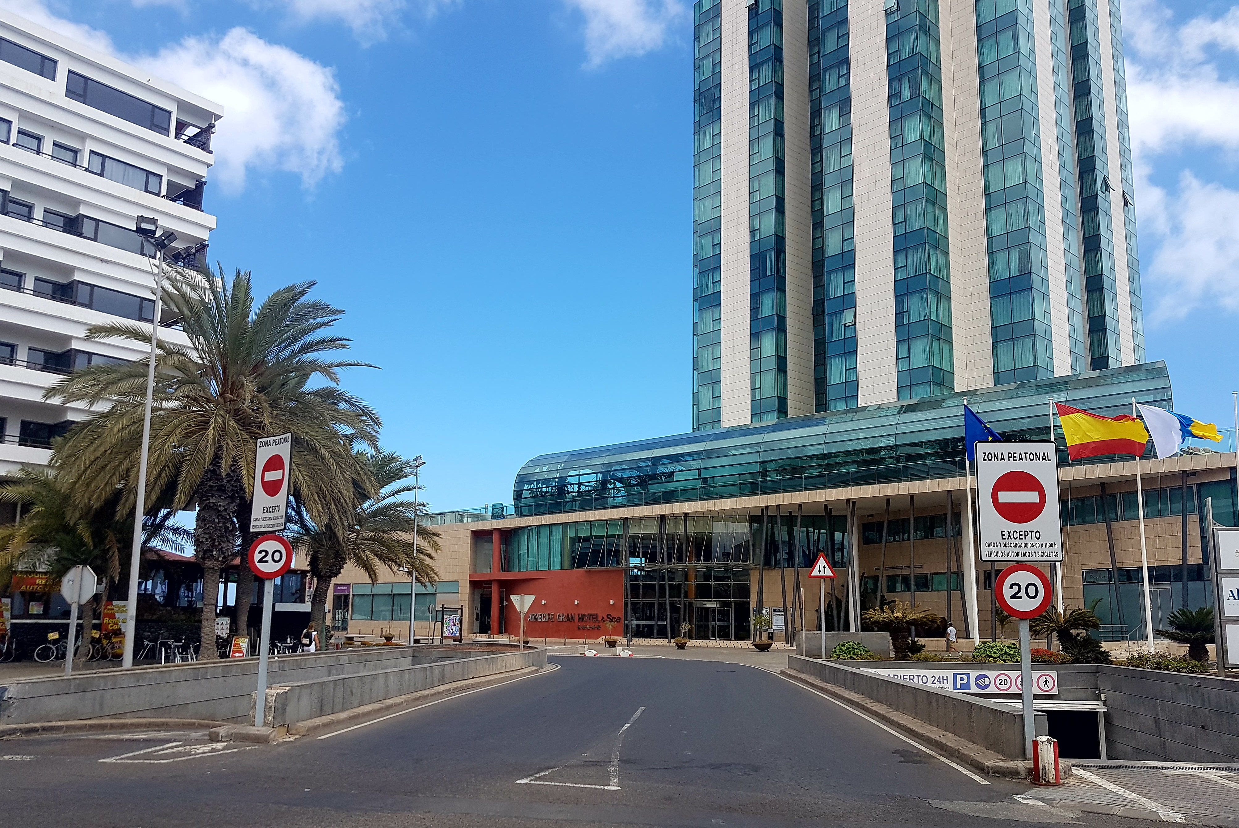 El Ayuntamiento de Arrecife firma el decreto autorizando la apertura al tráfico de la avenida marítima