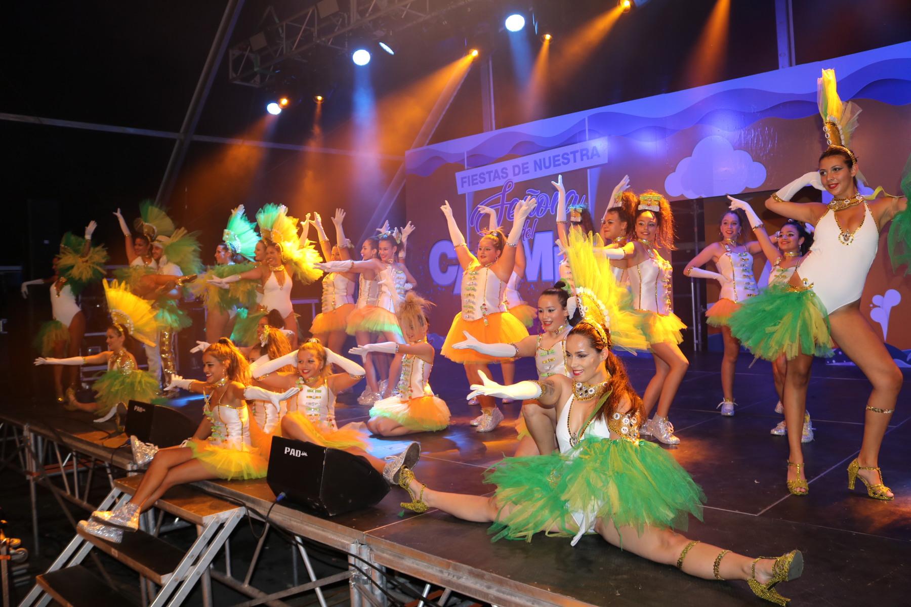 Baile y diversión en la 'Gran Noche Joven' de Playa Blanca