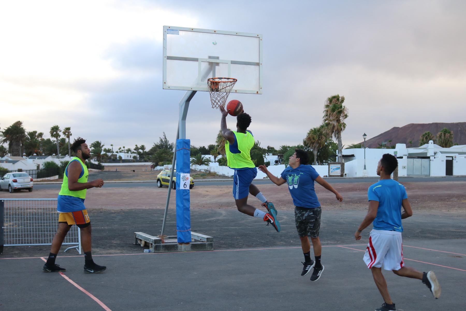 El Club Tinyala engancha con su 3×3 en Playa Blanca