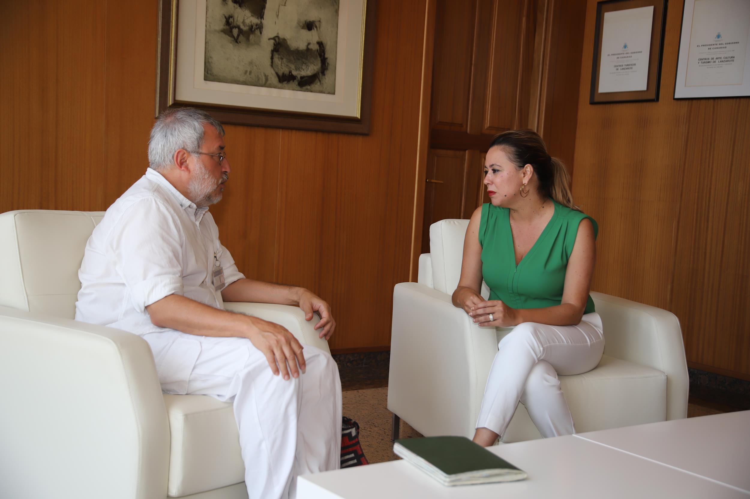 María Dolores Corujo recibe al ensayista y profesor de filosofía Jorge Riechmann