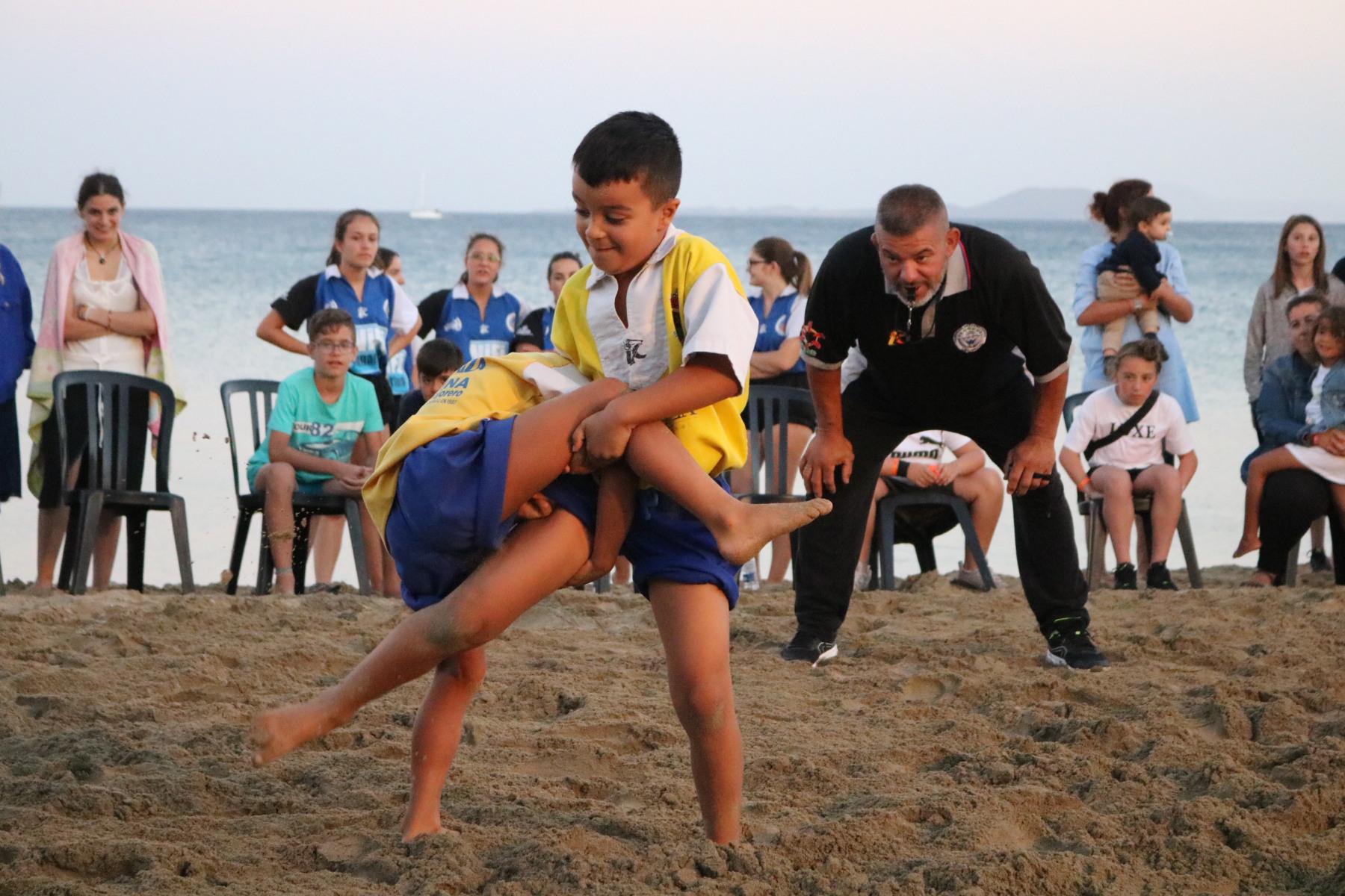 La Lucha Canaria da inicio a las fiestas del Carmen en Playa Blanca