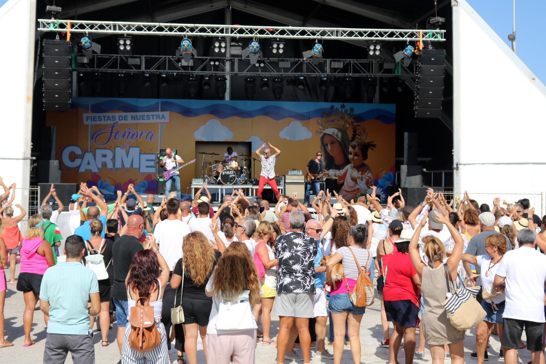 Playa Blanca baila al ritmo de Treintytantos y Salvapantallas
