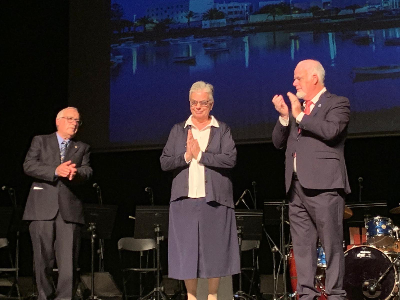 Sor Ana recibe el Tenerife el premio Mujer Canaria 2019 por su 'corazón solidario'
