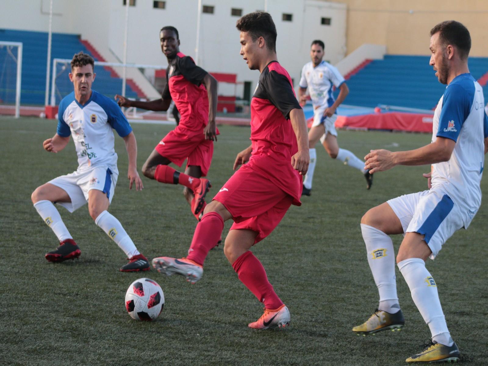 La UD Lanzarote vence a un combativo juvenil del O.Marítima (2-0)