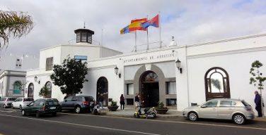 Arrecife despliega unas papeleras por las Fiestas de San Ginés llamando al civismo
