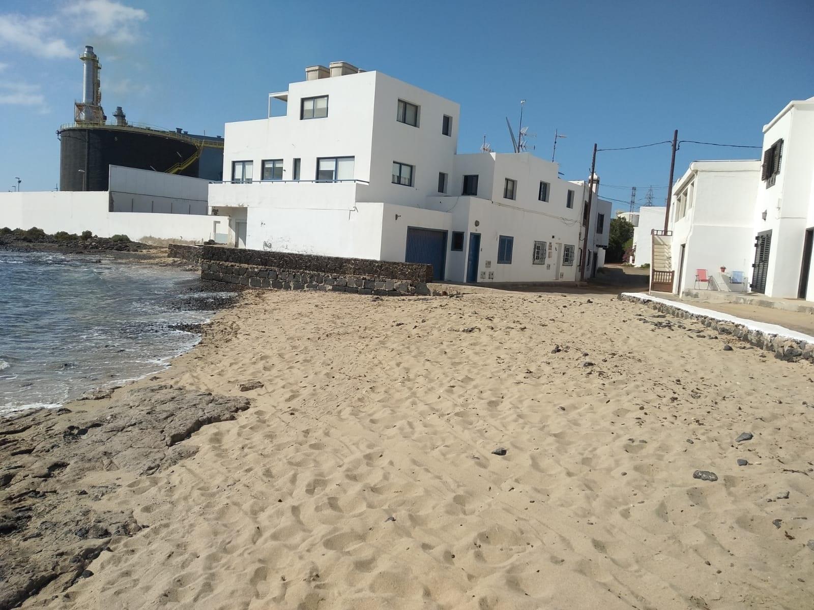 El Área de Playas y Medio Ambiente del Ayuntamiento de Arrecife pone en marcha un plan de limpieza de todas las playas de la capital