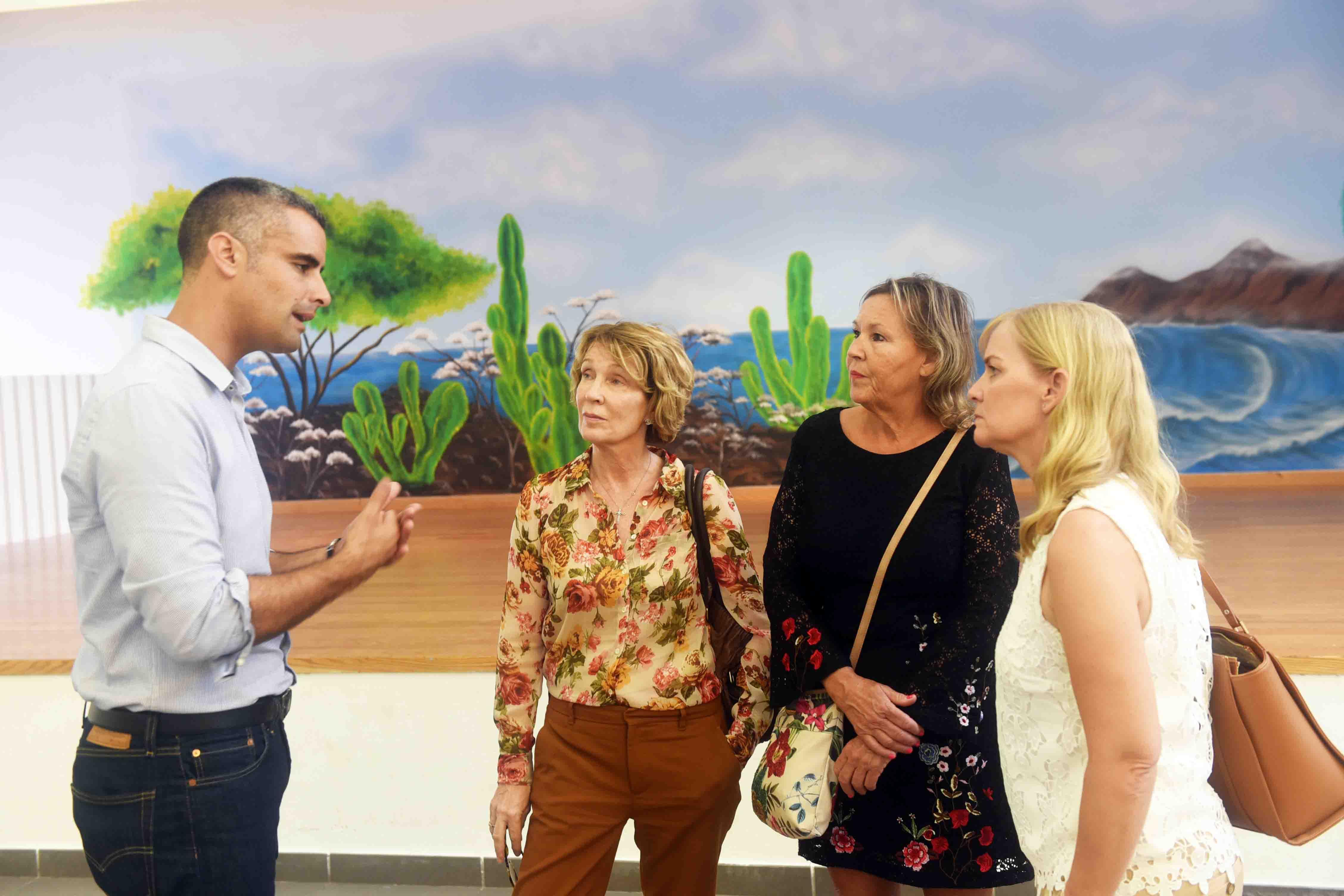 El alcalde de San Bartolomé recibe en Güime a la Vice-Cónsul Británica Jackie Stevenson en su primera visita oficial al municipio