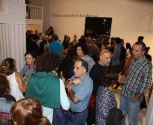 Lleno en la inauguración de la exposición de Pepe Vera en el CIC El Almacén