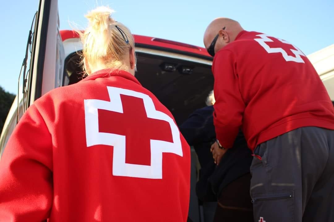 Cruz Roja pone una ambulancia a disposición de las personas con problemas de movilidad que quieran ejercer su derecho al voto