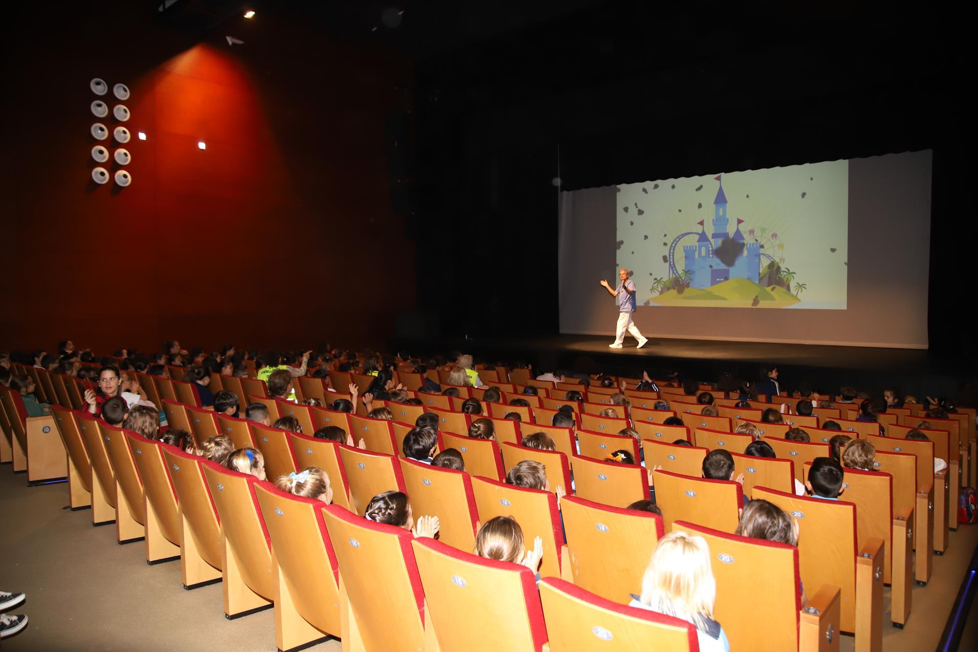 El Cabildo y la Fundación Canaria Dental acogen a más de dos mil escolares en un musical lúdico sobre salud bucodental