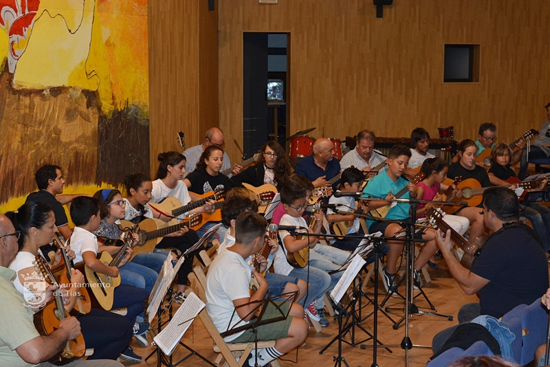 La música inunda Tías con una gran actuación de los alumnos del colegio y con una audición de la Escuela de Música