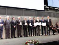 La FCM recoge el premio nacional de edificación otorgado a César Manrique, a título póstumo, por el consejo general de la arquitectura técnica de España