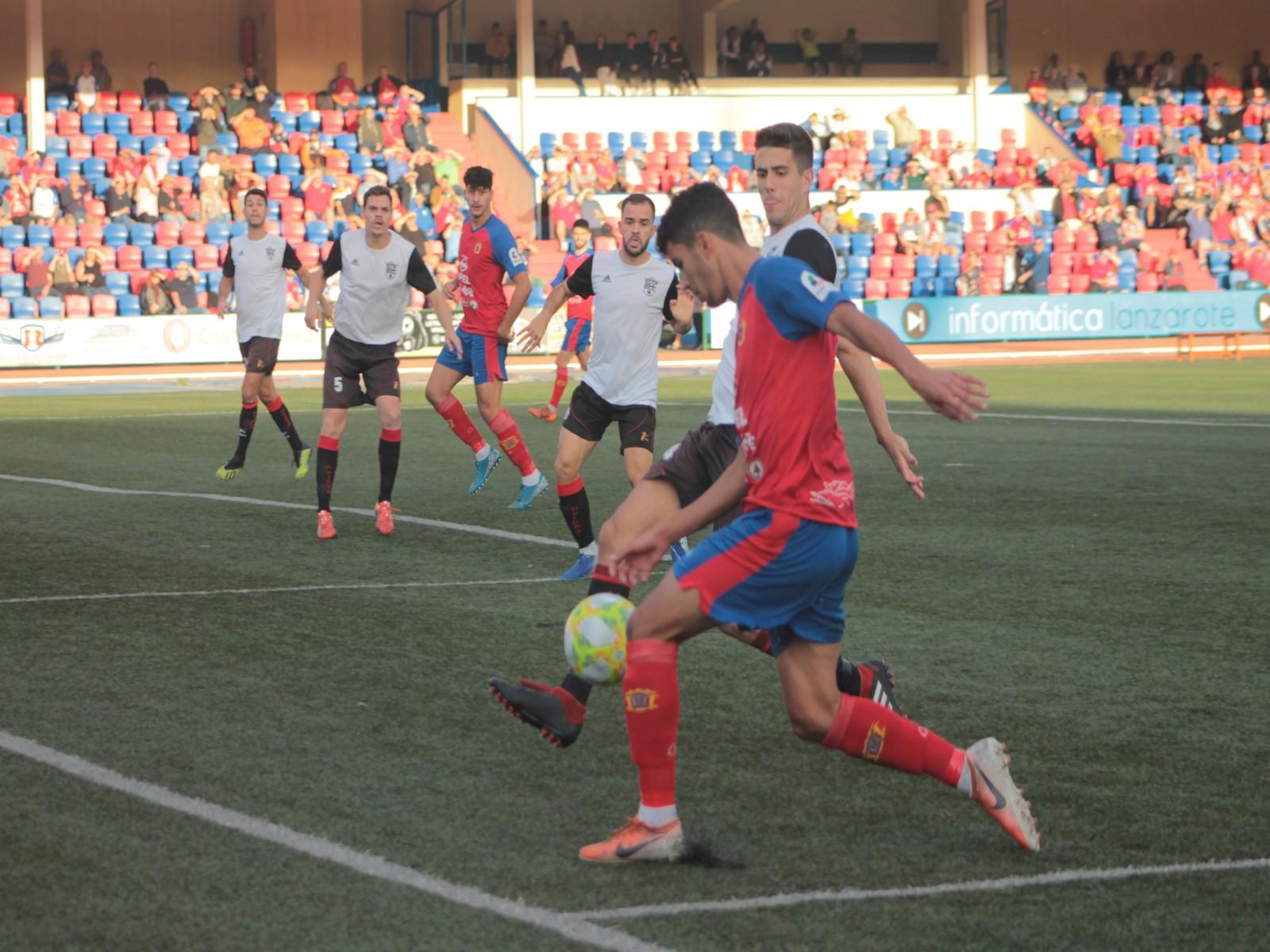 La UD Lanzarote dejó escapar una ventaja de tres goles y cedió un empate