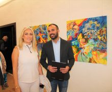El colorido arte de Paola Valentini llega a la Casa de la Cultura de Yaiza