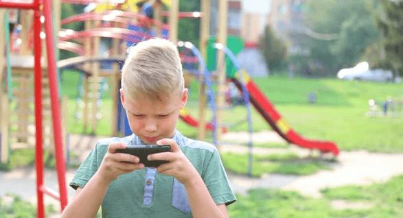 Conoce los peligros de internet para los menores de edad