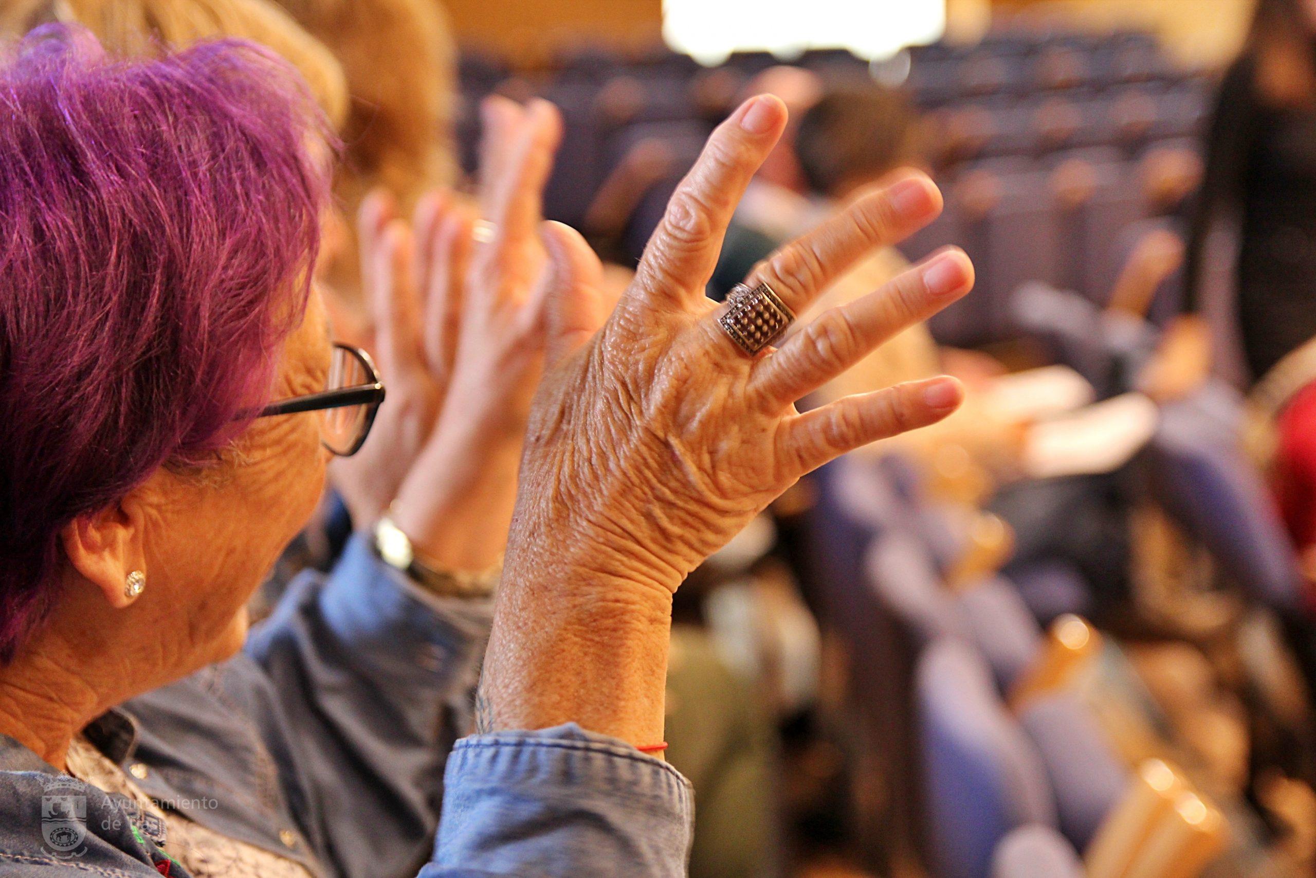 Tías ofrece un curso gratuito de lengua de signos impartido por Asculsorlanz