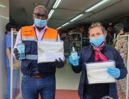 El Ayuntamiento de San Bartolomé recibe 450 líquidos desinfectantes y 300 mascarillas donadas por MAXI HOGAR