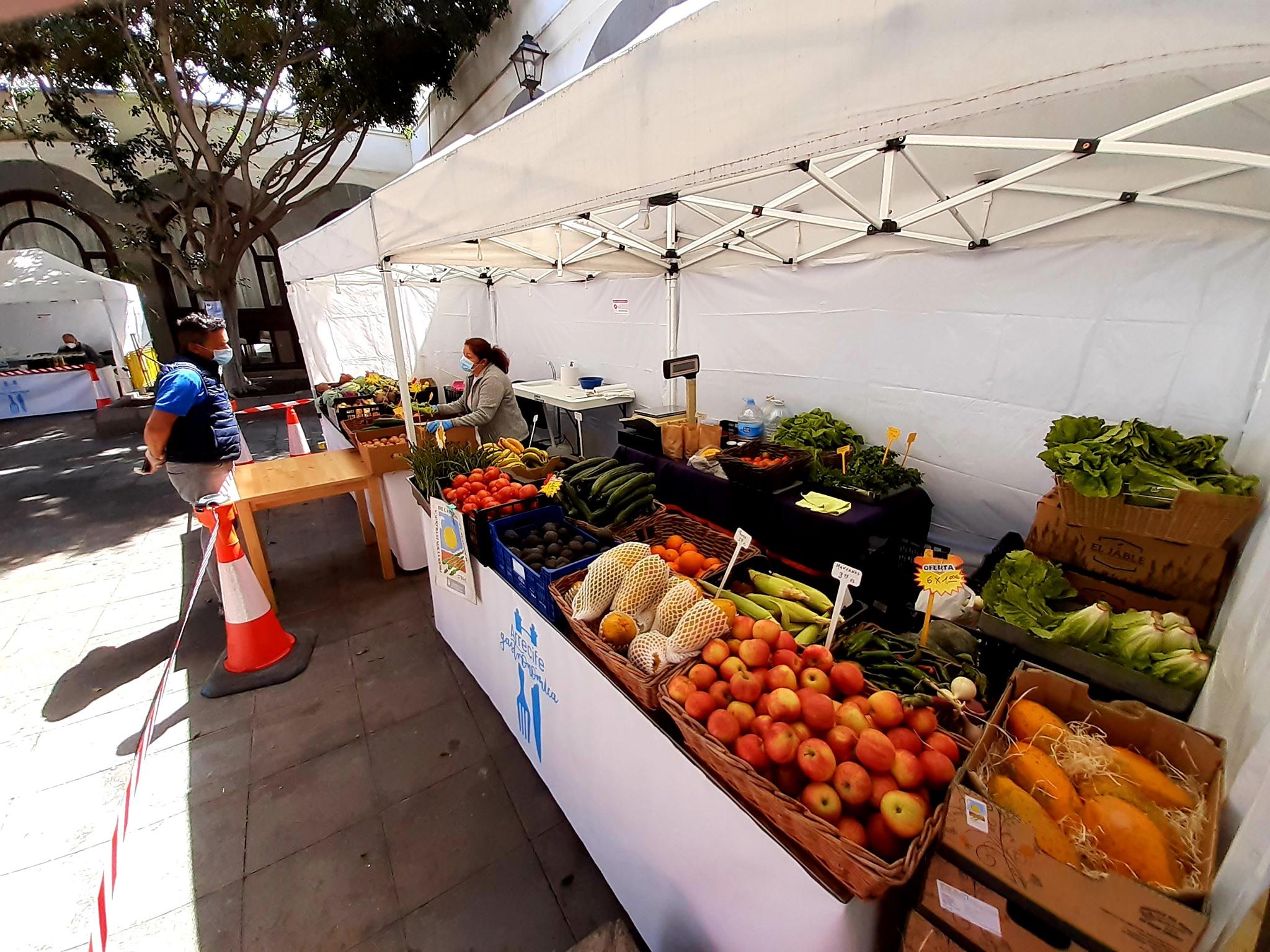La Recova Municipal de Arrecife inauguró su mercado hortofrutícola con  notable éxito