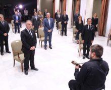 El Parlamento se convierte en espacio de recuerdo a las víctimas del COVID-19 y de homenaje a la sociedad canaria
