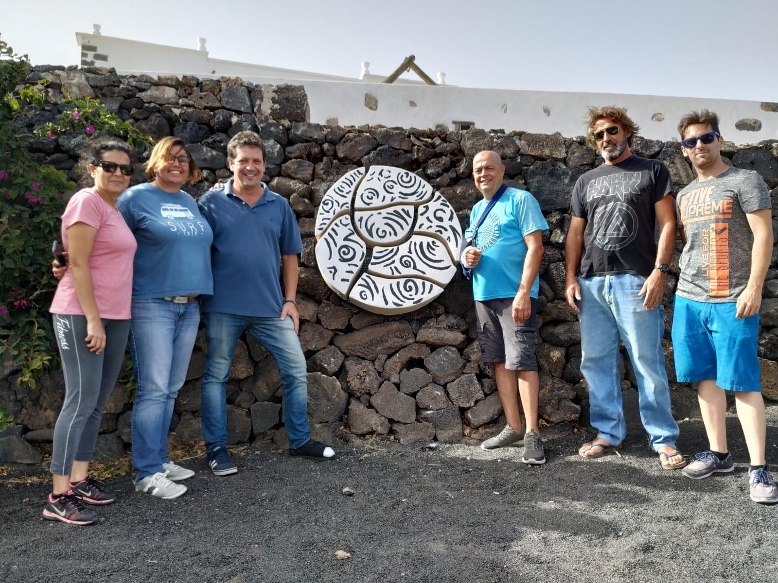 Arte y viticultura se funden en la escultura mural 'Soco' del Taller La Barrilla para Bodegas Vega de Yuco-Finca Testeina