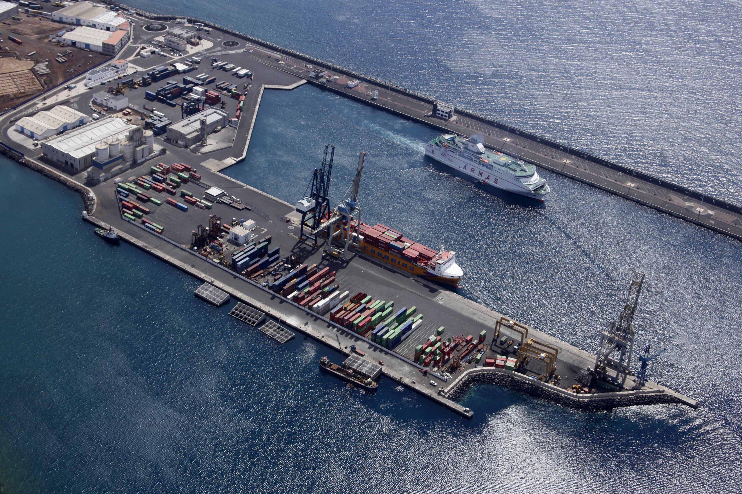 El puerto de Arrecife recupera su conectividad marítima directa con Cádiz y Huelva
