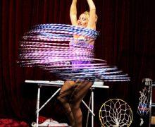Yaiza se divierte con el show 'mudo' de Clown Balto