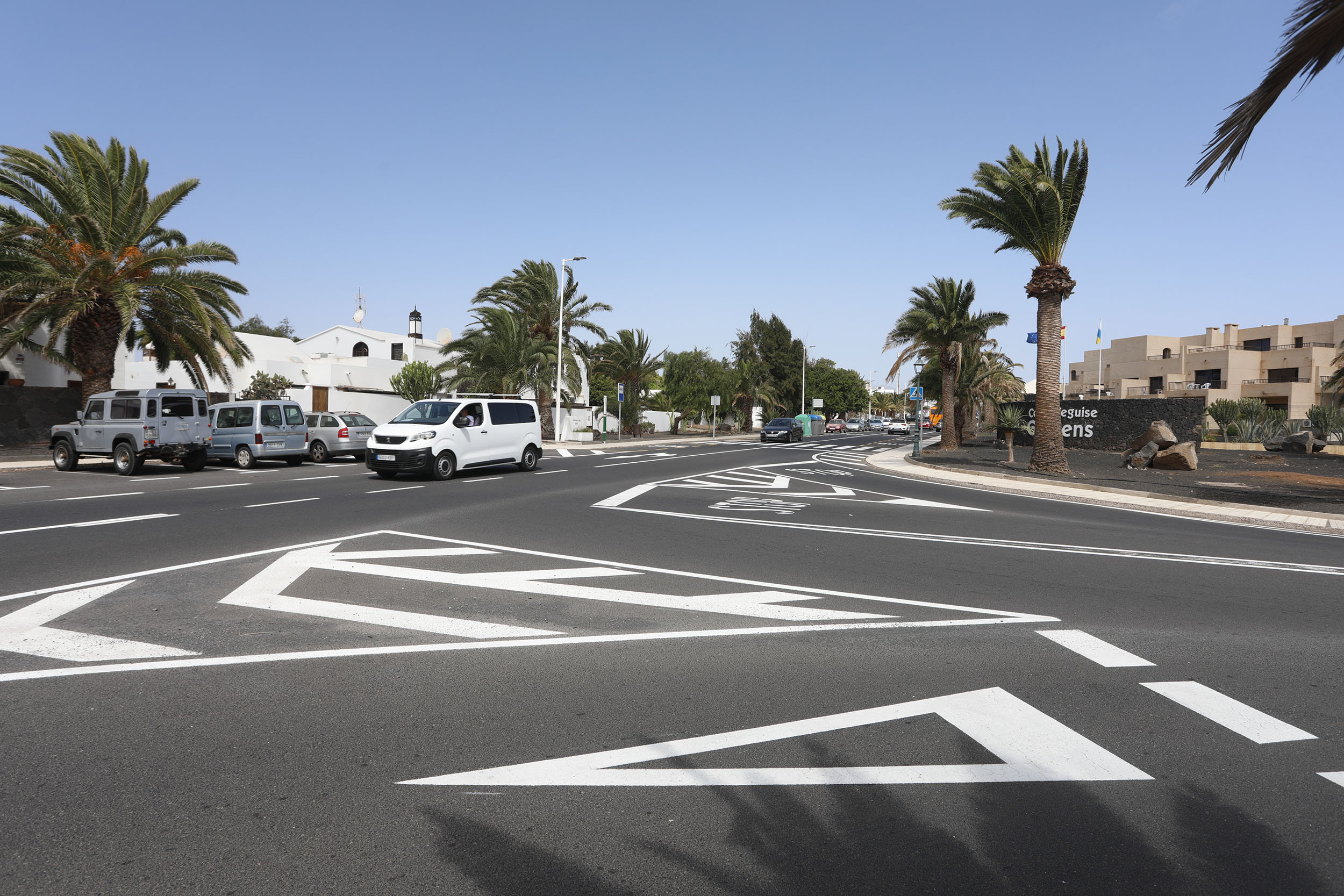 Costa Teguise continúa con la renovación de la señalización vial