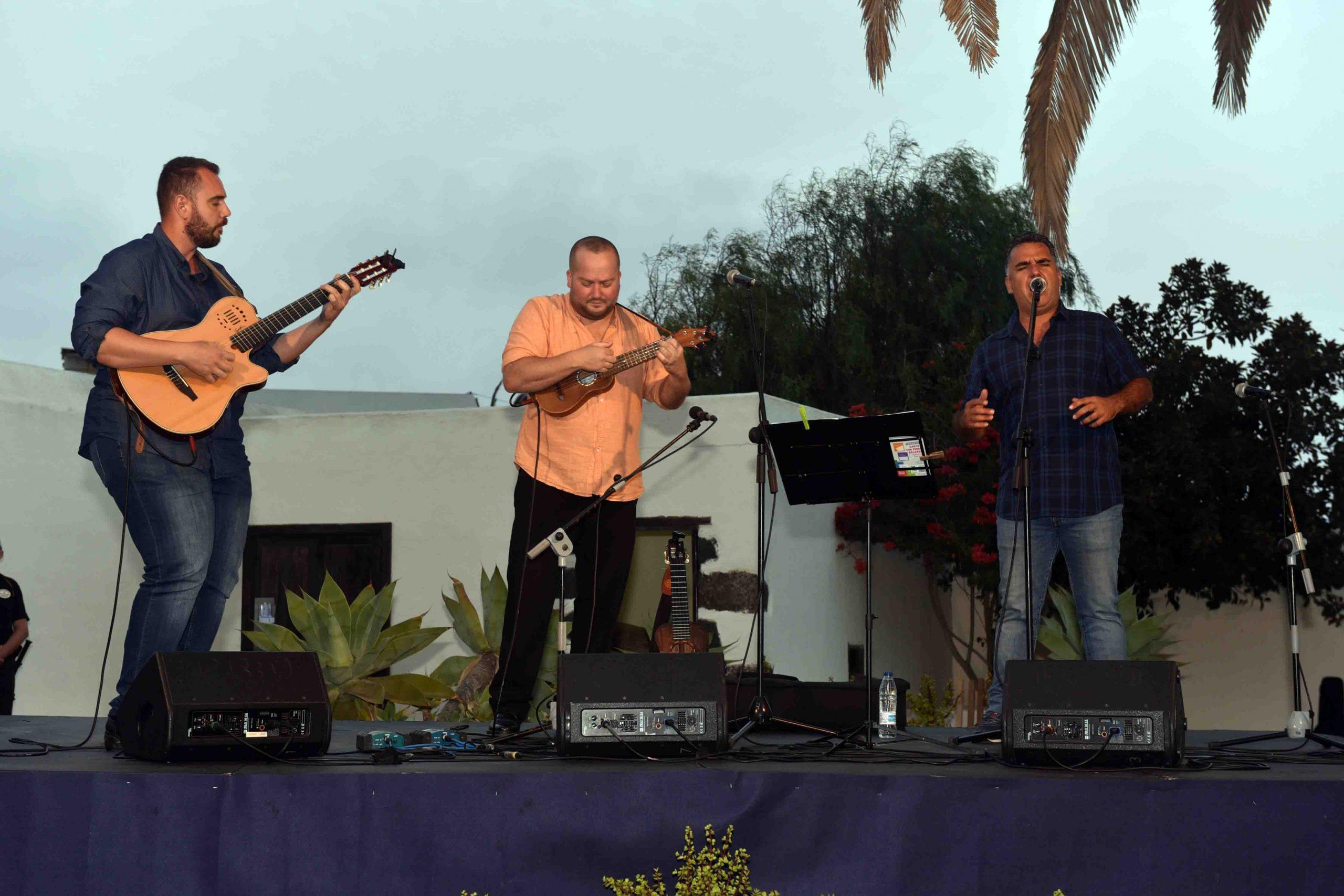 El Trío Malvasía Sound ofreció un gran espectáculo musical en San Bartolomé Kilómetro Cero