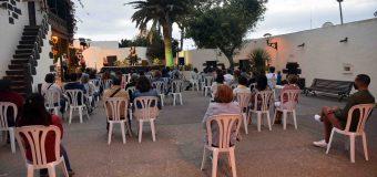 Cristina Temprano con su espectáculo 'Pasos' llenó la Casa Ajei con el susurro de sus historias