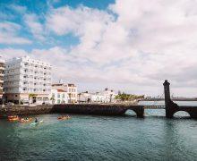 Arrecife recuerda el Día Marítimo Mundial con una ruta en kayak por la marina de la capital